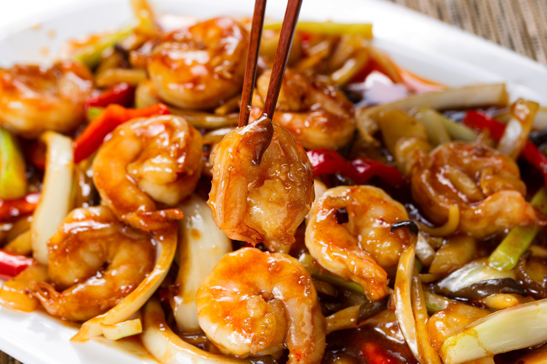 Crevettes et graines de sésame au wok