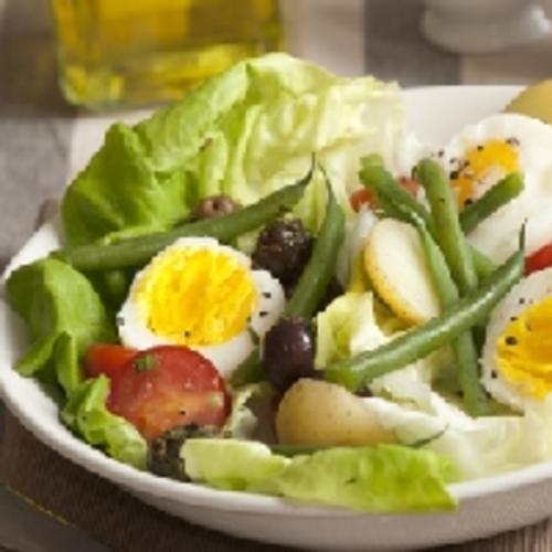 Salade de pommes de terre, haricots verts et œufs durs