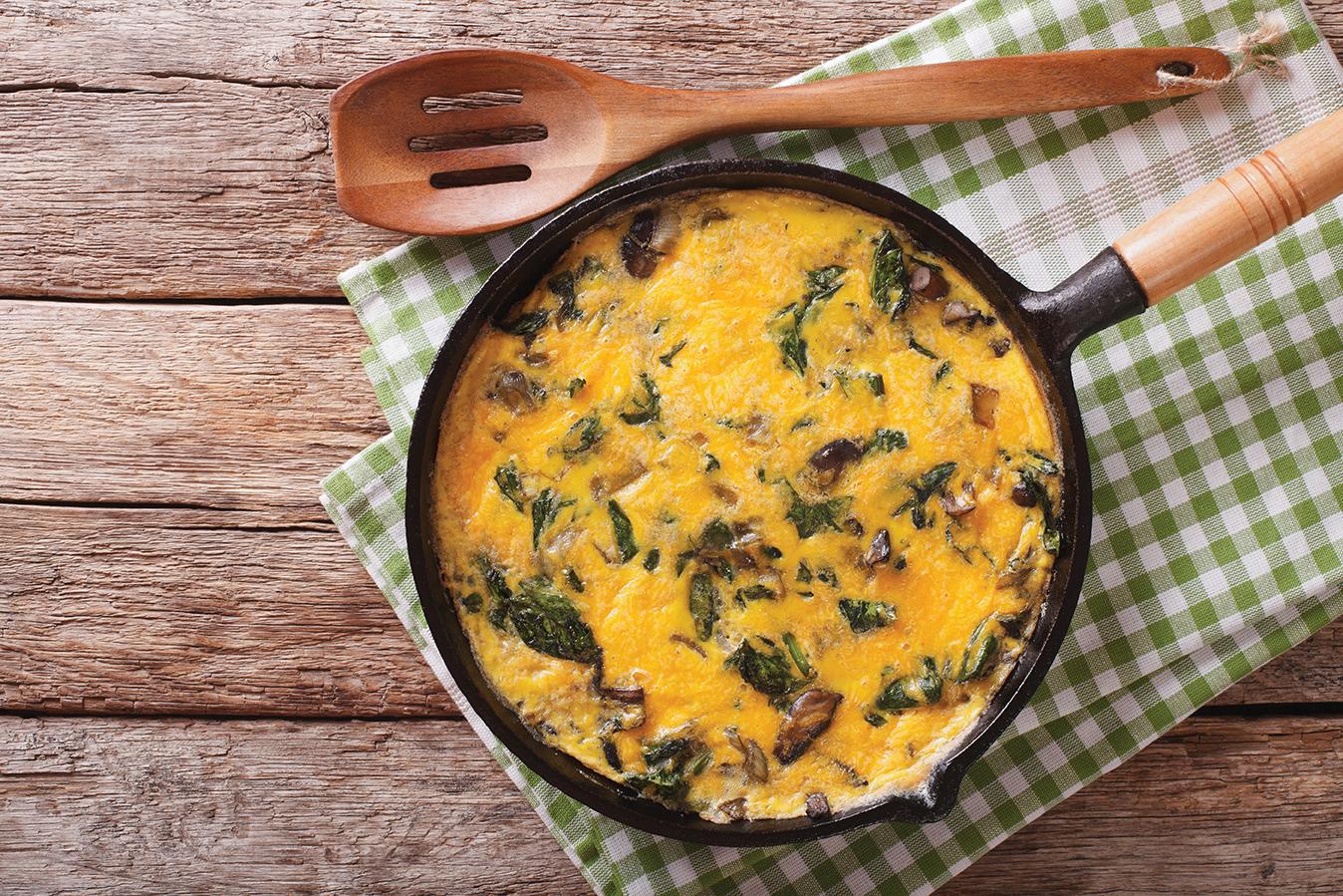 Omelette au chaource, champignons et épinards